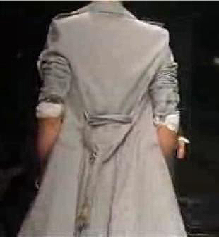 トレンチ コート 結び方 後ろ